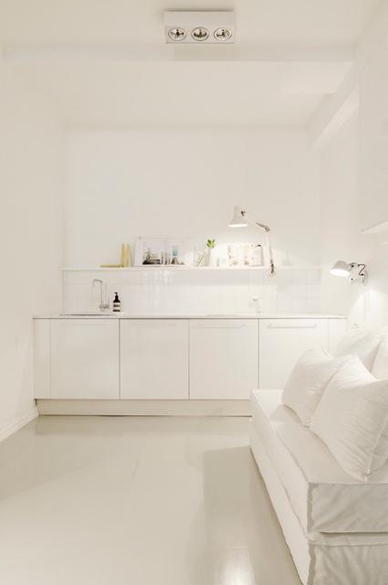 lantligt kök i vitt : Vitt kök [room] by sofie