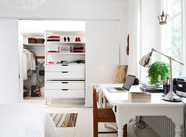 Skrivbor / sminkbord vid fönster