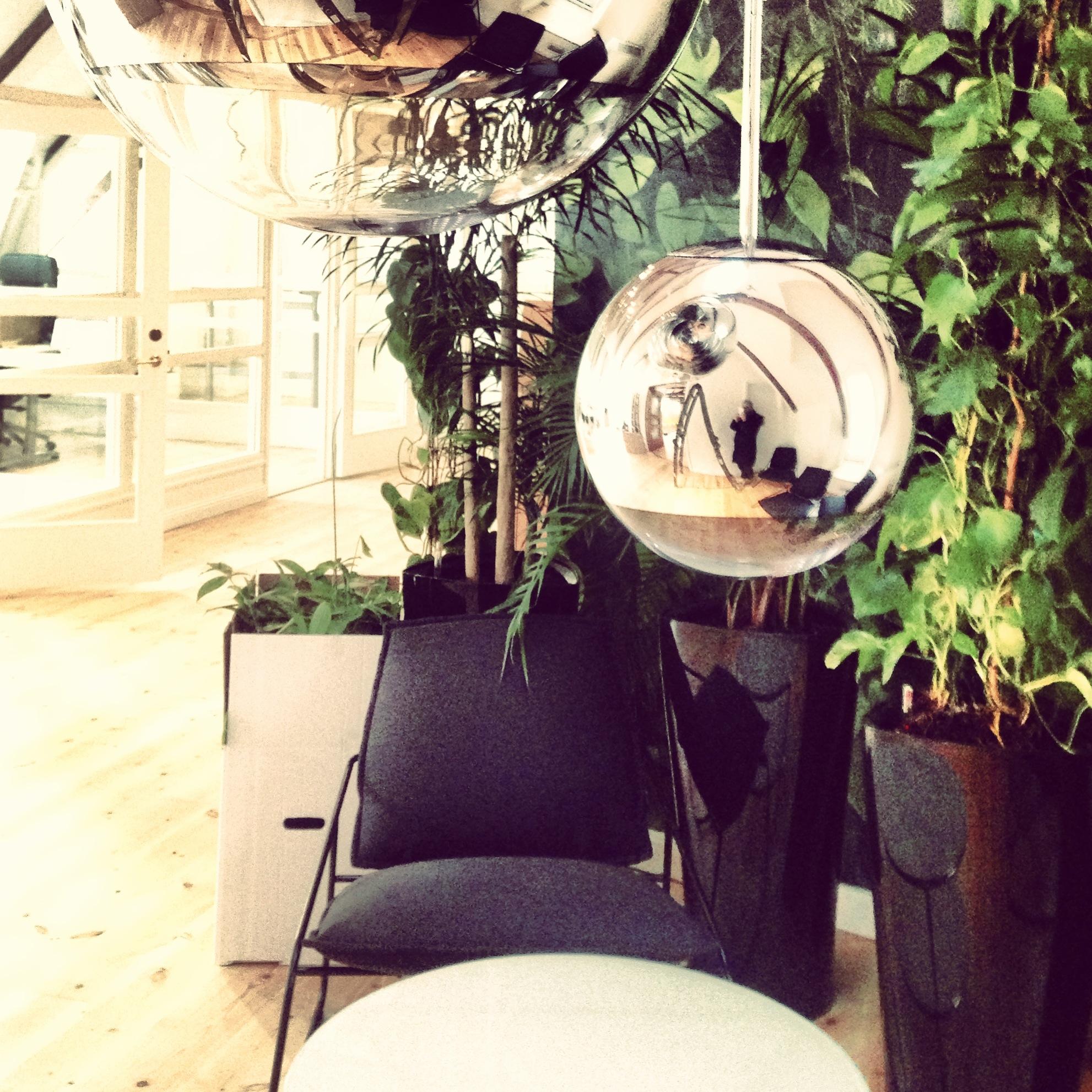 Belysning_Tom Dixon_Mirror Ball_ Avensia_ kontor_Helsingborg